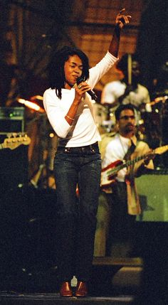 Lauryn Hill performing  ➖ , 1998 on