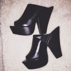Chunky heels ❤️mules worn once* Heelsss size 9 but fits like an 8/8 1/2 Shoes Mules & Clogs