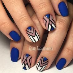Geometric nail art designs look beautiful and chic on short and long nails. Geometric patterns in any fashion field are the style that fashionistas dream of. This pattern has been popular in nail art for a long time, because it is easy to create in n Nail Art Diy, Cool Nail Art, Diy Nails, Nail Art Blue, Nagellack Design, Geometric Nail Art, Best Nail Art Designs, Nagel Gel, Nail Shop