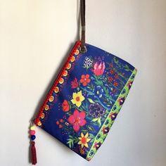 Clutch em Tecido Sintético Lavável print Flora Jardim cor azul