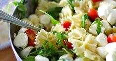 """Tässä ensimmäiseksi pastasalaatin ohje. Tämä """"salaatti"""" on superhelppo tehdä, erittäin maukas ja uppoaa vauvasta vaariin. Lisäpisteitä ti... Mozzarella, Pasta Salad, Ethnic Recipes, Food, Crab Pasta Salad, Essen, Meals, Yemek, Eten"""