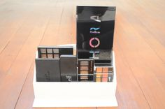 Makeup storage Rangement pelettes maquillage https://lilidoys.wordpress.com/