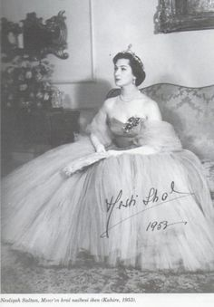 Neslişah Sultan, Ottoman Princess. Her maternal grandfather is the last ottoman sultan, Sultan Vahdettin and her paternal grandfather is the last ottoman caliph, Abdülmecit II.