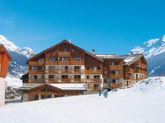 De mooie appartementen van Les Valmonts de Val Cenis liggen op 300 m van het centrum van het charmante Val Cenis. Je kunt skiën vanaf en tot aan de gebouwen. Val Cenis is het belangrijkste skioord van de Haute-Maurienne en wordt gevormd door de dorpjes Lanslebourg en Lanslevillard. De stoeltjeslift en skischool liggen op 50 meter afstand.  Officiële categorie ***