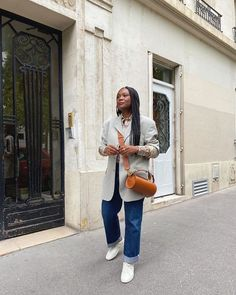 Sorry, Skinny Jeans—This Denim Trend Is Taking Seniority for Fall Rolled Up Jeans, Loose Jeans, Simple Outfits, Casual Outfits, French Women Style, Leather Midi Skirt, Denim Trends, Jeans And Sneakers, Clothing Websites