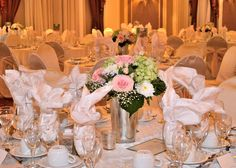 Summery Centerpieces With Roses and Hydrangea