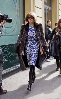 Anna Wintour leaving Fendi FW '12