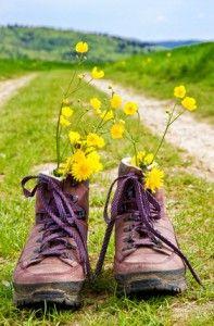 Piesze wycieczki buty na drodze