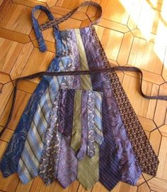 Neck Tie Apron - interesting use of neck ties.I would wash them before making the apron to make sure they would hold up. Hannah, this would be fun to use all your dad's old ties! Fabric Crafts, Sewing Crafts, Sewing Projects, Old Ties, Sewing Aprons, Sewing Hacks, Diy Clothes, Making Ideas, Upcycle