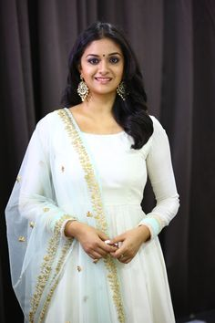 Keerthy Suresh at the promotion of Thaana Serndha Koottam. Keerthy Suresh latest photos at Thaana Serndha Koottam movie promotion. Most Beautiful Indian Actress, Beautiful Actresses, Images Wallpaper, Wallpapers, Hd Backgrounds, Indian Beauty Saree, South Indian Actress, Best Actress, Look Chic