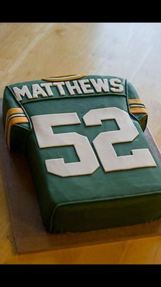 Cool Green Bay Packers Cake Grooms cake with grooms last name? But not packers; Green Bay Packers Jerseys, Packers Football, Greenbay Packers, Football Food, Party Platters, Football Birthday, Boy Birthday, Birthday Cakes, Cupcakes