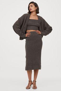 H&M Fine-Knit Pencil Skirt Fashion Art, Autumn Fashion, Curvy Fashion, Skirts With Pockets, Mini Skirts, Trendy Outfits, Fall Outfits, Calf Length Skirts, Knit Pencil Skirt