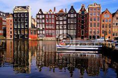Papier peint Les maisons traditionnelles d'Amsterdam avec canal réflexions
