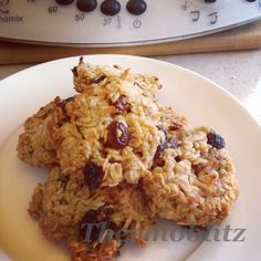 Preheat Oven to degrees. Line a Baking tray with baking paper Into your TMX add 1 Large Banana chopped Tsp Cinnamon. 200 g Rolled Oats (not instant) 30 G Shredded Coconut. Oat Cookies, Coconut Cookies, Biscuit Cookies, Egg Free Recipes, Sweet Recipes, Bellini Recipe, Banana Coconut, Lunch Box Recipes, Thermomix