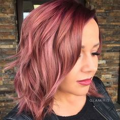 Are you looking for rose gold hair color hairstyles? See our collection full of rose gold hair color hairstyles and get inspired! Thin Hair Haircuts, Cool Hairstyles, Short Haircuts, Fresh Haircuts, Latest Hairstyles, Hairstyle Ideas, Cabelo Rose Gold, Ombre Rose Gold Hair, Best Hair Dye