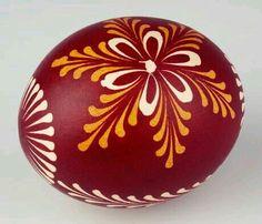 South Bohemian Easter egg/ Also Lemko style egg from Ukraine. Eastern Eggs, Polish Easter, Egg Shell Art, Easter Egg Designs, Ukrainian Easter Eggs, Coloring Easter Eggs, Egg Art, Rock Crafts, Egg Decorating