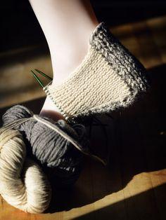 Knit slipper in progress Knitting Designs, Knitting Patterns Free, Knitting Projects, Felted Slippers Pattern, Knitted Slippers, Knitting Socks, Hand Knitting, Art Minecraft, Knit Art