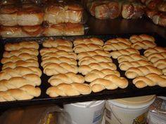 3 kg farinha de trigo aproximadamente - 1 litro de leite - 700 g de açucar - 250 g de manteiga ou nata - 5 ovos - Essência de baunilha (a gosto) - 100 g de fermento em pó - Pasta, Cookies, Hot Dog Buns, Mousse, Bacon, Croissants, Rolls, Food And Drink, Dairy