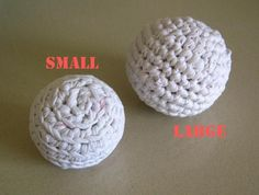 Free Pattern: Cat's favorite toy – Crocheted balls from a t-shirt yarn with valeriana scent | Toma Creations