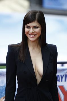 """Alexandra Daddario Photos - Alexandra Daddario poses for photographers during a photocall to promote the Europe premiere of """"Baywatch"""" on May 2017 in Berlin. / AFP PHOTO / Odd ANDERSEN - Europe Premiere of 'Baywatch' in Berlin Alexandra Daddario True Detective, Alexandra Anna Daddario, Alexandra Daddario Baywatch, White Collar, Hollywood Celebrities, Hollywood Actresses, New Girl, Gq, Actrices Sexy"""