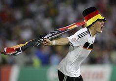 Le capitaine de la sélection allemande a annoncé sa retraite internationale. Aux yeux de la presse, Bastian Schweinsteiger quitte la scène par la grande porte.
