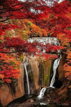 I love waterfalls...