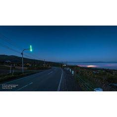 【jichangyuan】さんのInstagramをピンしています。 《町からの光は霧海を虹色に染めた そろそろ朝日が来るでしょ #北海道 #音江町 #写真撮ってる人と繋がりたい #写真好きな人と繋がりたい #Nikon #ニコン #風景 #landscape #霧 #海 #sea #sky #morining #朝 #light #city #光 #旅 #travel》