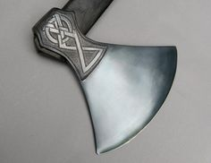 Love the style of this axe head.