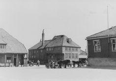 Tavern (1945)