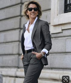 Best Clothing Styles For Women Over 50 - Fashion Trends Fashion For Women Over 40, 50 Fashion, Work Fashion, Fashion Outfits, Fashion Trends, Fashion Women, High Fashion, Stylish Clothes For Women, Stylish Outfits