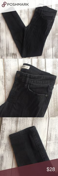 "ONE HOUR ABERCROMBIE AND FITCH SKINNY JEANS  Abercrombie and Fitch skinny jeans. Size 4. Excellent condition. Stretchy.  Waist 14"" Inseam 29"" Length 38.5"" Abercrombie & Fitch Jeans Skinny"