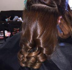 | Pin by: EnvyTaaliyah 🌙 | IG : @kiataaliyah ⭐️ #envytaaliyah #hairlaid #blondiebrownie 🧸🍯 Pressed Natural Hair, Dyed Natural Hair, Natural Hair Tips, Natural Hair Styles, Honey Brown Hair, Brown Blonde Hair, Pretty Hairstyles, Wig Hairstyles, Hairstyle Ideas