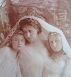 ROMANIA ~ Crown Princess Marie of Romania with her daughters Princess Elisabeth of Romania and Princess Maria of Romania.Marie was perhaps the most photographed royal of her time. So many pictures of her, many dramatic or dream-like. Romanian Royal Family, Montenegro, King George Ii, Adele, Royal House, Queen Victoria, Glamour, Mother And Child, World History