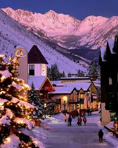 Christmas at Vail: A Winter Wonderland Christmas Town, Christmas Scenes, Winter Christmas, Xmas, Colorado Winter, Vail Colorado, Winter Szenen, Christmas Aesthetic, Photos Voyages