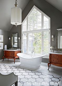 The master bathroom was renovated for a more symmetrical and sophisticated feel. At the center of the room, a soaking tub placed in front of the window steals the show. - Photo: Werner Straube / Design: Corey Damen Jenkins