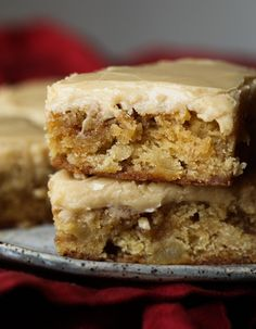 Apple Toffee Blondies are buttery blondies with tart apple pieces and toffee bits! Topped with a sweet brown sugar frosting - the perfect dessert for fall! Best Apple Desserts, Best Dessert Recipes, Apple Recipes, Just Desserts, Sweet Recipes, Delicious Desserts, Bar Recipes, Recipies, Brownie Recipes