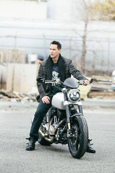 Keanu Reeves promo shot for Arch Motorcycle Keanu Reeves John Wick, Keanu Charles Reeves, Keanu Reeves Matrix, Keanu Reeves Motorcycle, Motard Sexy, Arch Motorcycle, Keanu Reeves Quotes, Keanu Reaves, Little Buddha