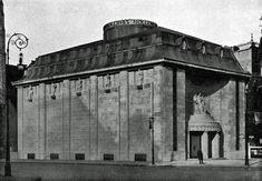 BERLIN 1913 wurde das Kinotheater 'Cines' (später Ufa-Pavillon). der erste selbstständige Kinoneubau Berlins am Nollendorfplatz 4, Ecke Motzstrasse, in Schöneberg errichtet. Das monumentale Gebäude setzte durch seine fensterlose Fassade einen neuen städtebaulichen Aktzent . Eine technische Neuheit war das Dach als fahrbares Oberlicht , das auch Vorstellungen unter freiem Himmel ermöglichte.