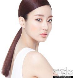 Kang Sora đẹp ngỡ ngàng trên tạp chí Singles