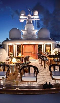 Dinner for 2 on this yacht. Yes, please.