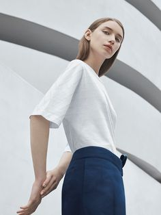 Celebrating our support of Agnes Martin at the Guggenheim Museum in New York, we have created a limited-edition capsule collection for women and men inspired by the artist's work. Discover the collection, now available in our Canadian stores Cos Fashion, Fashion Poses, Minimal Fashion, Fashion Shoot, Editorial Fashion, Fashion Trends, José Mourinho, Agnes Martin, Scandinavian Fashion