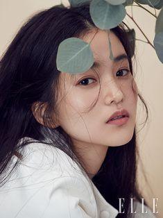 Doe-Eyed Kim Tae Ri on the Cover of Elle Korea Beauty Photography, Portrait Photography, Fashion Photography, Headshot Poses, Doe Eyes, Elle Fashion, Female Profile, Model Face, Cute Beauty