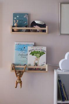Kryddhylla, tavellist som bokhylla för barnböcker