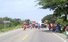 Con bloqueo exigen audiencia con autoridades municipales en Juchitán.
