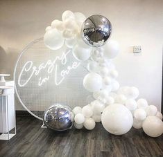 I'm crazy in love with this circular wire backdrop combined with the neon sign. Not to mention those white balloons cascading over the… - New Deko Sites Balloon Installation, Balloon Backdrop, Balloon Garland, Balloon Decorations, Birthday Party Decorations, Party Themes, Wedding Decorations, Balloon Ideas, Baby Shower Themes