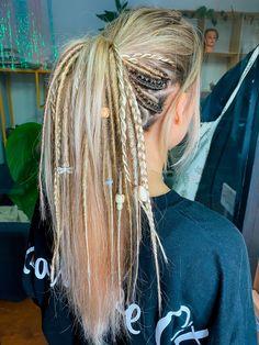 Dreadlocks Girl, Blonde Dreads, Dread Braids, Synthetic Dreadlocks, Girl With Dreads, Punk Braids, Half Dreads, Partial Dreads, Half Dreaded Hair