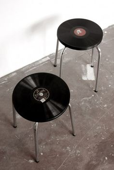 Stools topped with old vinyls for a more vintage look #mancave