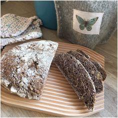 Glutenfri grydebrød med valnødder - Betina Wessberg Let, Crackers, Glutenfree, Food Ideas, Recipies, Rolls, Bread, Desserts, Recipes