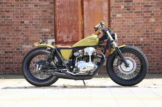 平和モーターサイクル - HEIWA MOTORCYCLE - | w650 003 (KAWASAKI) Old School Motorcycles, Cars And Motorcycles, Cafe Racer Parts, Brat Bike, Cb750, Bike Art, Custom Bikes, Bobber, Heiwa