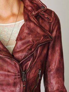 Vintage Wine Leather Biker Jacket --- I want a leather jacket so bad. Looks Chic, Looks Style, Style Me, Mode Chic, Mode Style, Look Fashion, Womens Fashion, Fashion Design, Fall Fashion